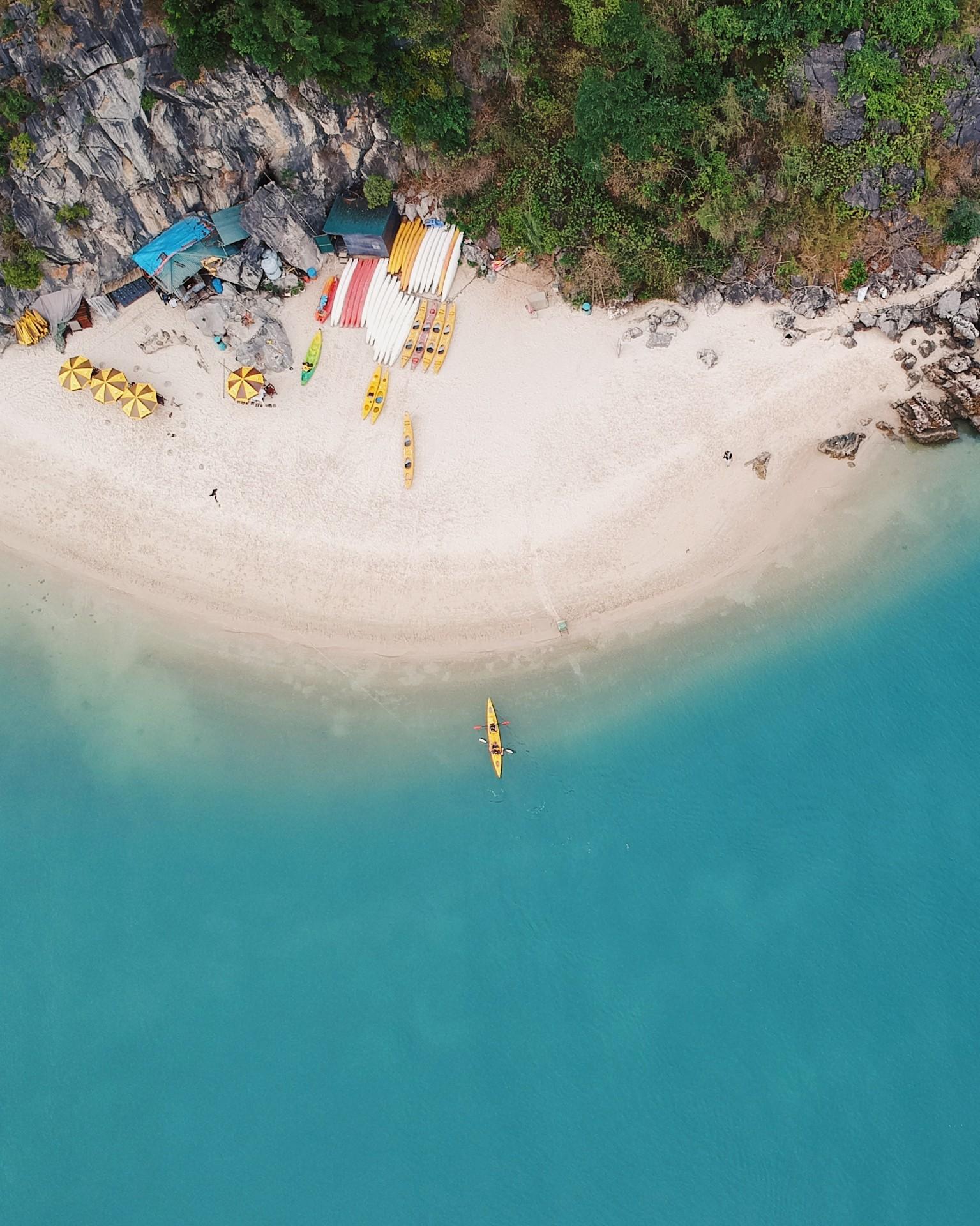 Bai Tu Long Bay - Photo byTaylor SimpsononUnsplash