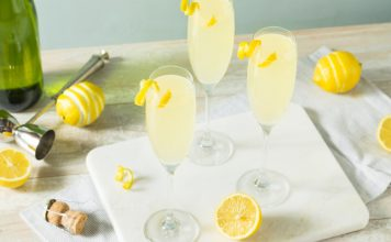 Boozy,Bubbly,Lemon,French,75,Cocktail,With,Champagne